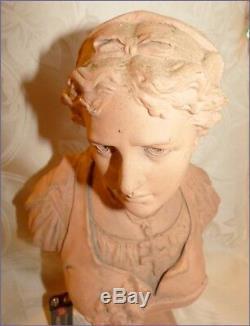 Ancien Grand Buste de Femme en Terre Cuite avec Croix Religieuse Régionale Signé