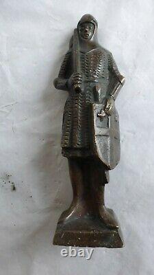Ancien bronze patiné. XIXème ou avant. Chevalier. Statue Antique sculpture