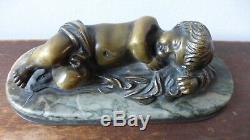 Ancien presse-papier. Enfant endormi. Ancien Bronze. Fin XIXème. Putti Paperweight