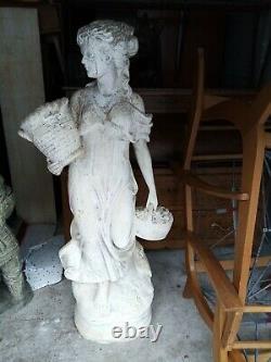 Ancienne Et Très Grande Statue De Jardin En Pierre