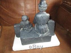 Ancienne Sculpture Charlie Chaplin-Charlot&le Kid assis-Signée-30 cm-Années 60