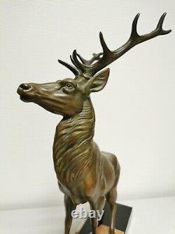 Ancienne Statue animalière. Beau Cerf. 56 cm de haut. Chasse Vénerie