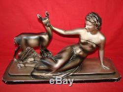 Ancienne sculpture art deco en platre signée Cipriani La femme et la biche