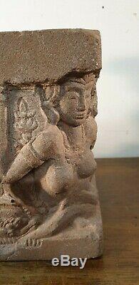 Ancienne sculpture en pierre grés relief de Mathurâ inde femmes lions statue