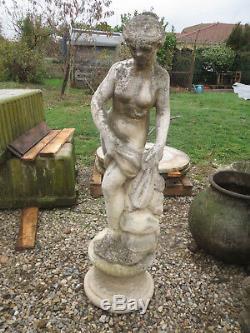 Ancienne statue jardin deesse sculpture