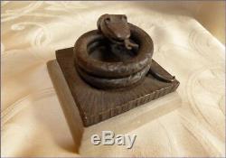 Art Déco Ancien Presse Papier Serpent en Fer Forgé dans l'Esprit d'Edgar Brandt