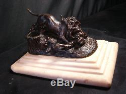 Bronze animalier ancien XIXéme sur marbre singe aux prises avec lion encrier