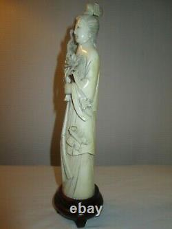 Geisha Okimono Japon fin XIXeme Statuette avec proverbe ancien