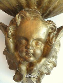 ITALIE XIXe. Grand BENITIER ancien en platre doré. 31 x 32 cm