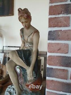 Jolie et grande baigneuse statue ancienne plâtre Sortant du bain 62,5 cm