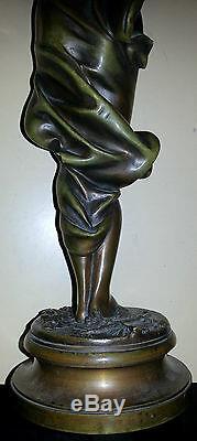 Jolie statuette ancienne 19ème Le coup de vent bronze signé Maubach datée 188