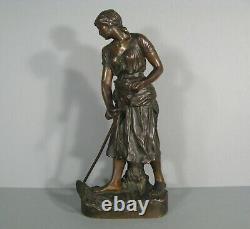La Paysanne Faucheuse Femme Sculpture Bronze Ancien Signé Cherc Et Goldscheider