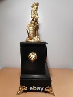 Pendule sculpture statue ancienne 19 siècle regule doré personnage 17 18 siècle