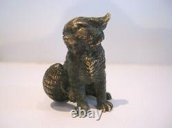 Petit Bronze Ancien Chat assis en Colère Ht. 5cm Grandes Oreilles Belle Ciselure
