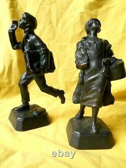 Rare Ancien Authentique Paire Bronze Suzanne Bizard Midinette Vendeur Journaux