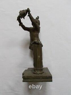 Regule Ancien Enfant Portant Coussin Couronne Diademe Mariage Sculpture Statue