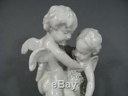 Statue Ancienne Porcelaine Capodimonte Deux Amours Daprès Falconet / Falconet