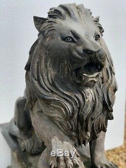 Statues de Lions en pierre (la paire) anciennes sur socle