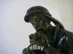 XIXe 1920 ancien BRONZE signé ANTOINE BOFILL Sculpture Homme a la pipe pioche